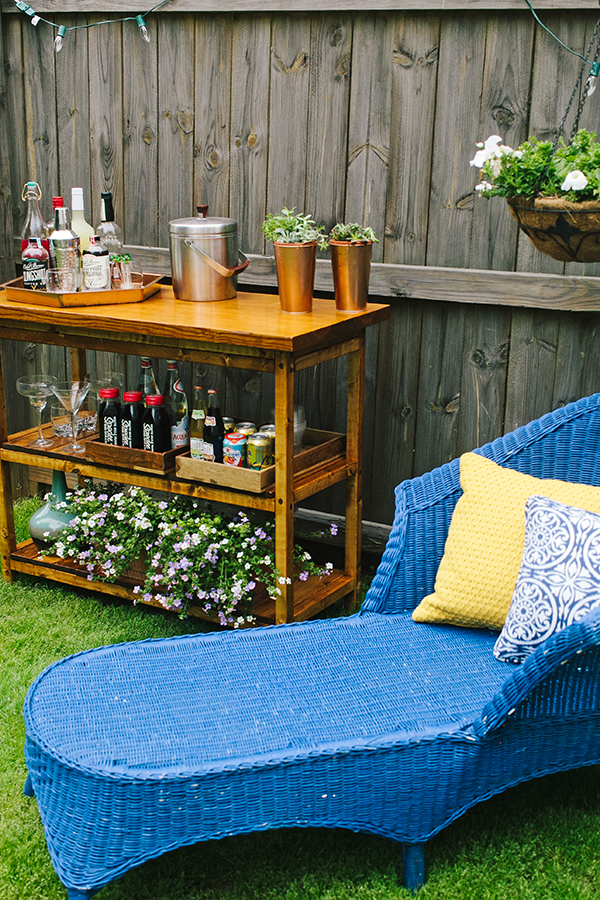 Diy indoor outdoor bart cart table for Indoor patio decorating ideas