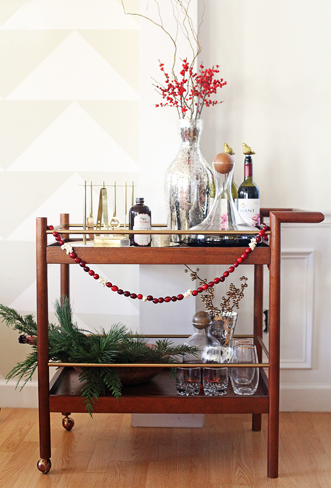 a festive holiday bar cart | in honor of design, Hause ideen