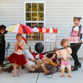 family-halloween-costume-circus