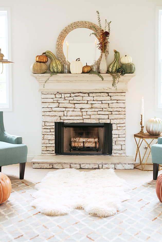 living-room-fall-mantle