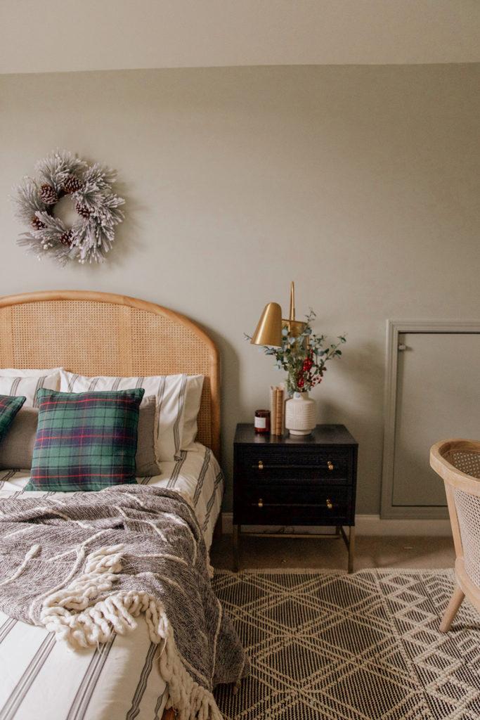 guest room christmas decor