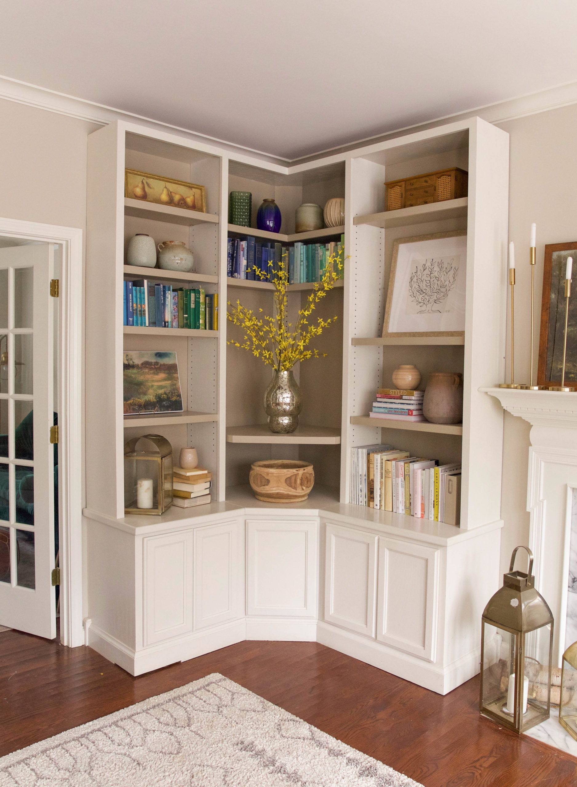 how to style bookshelves tutorial