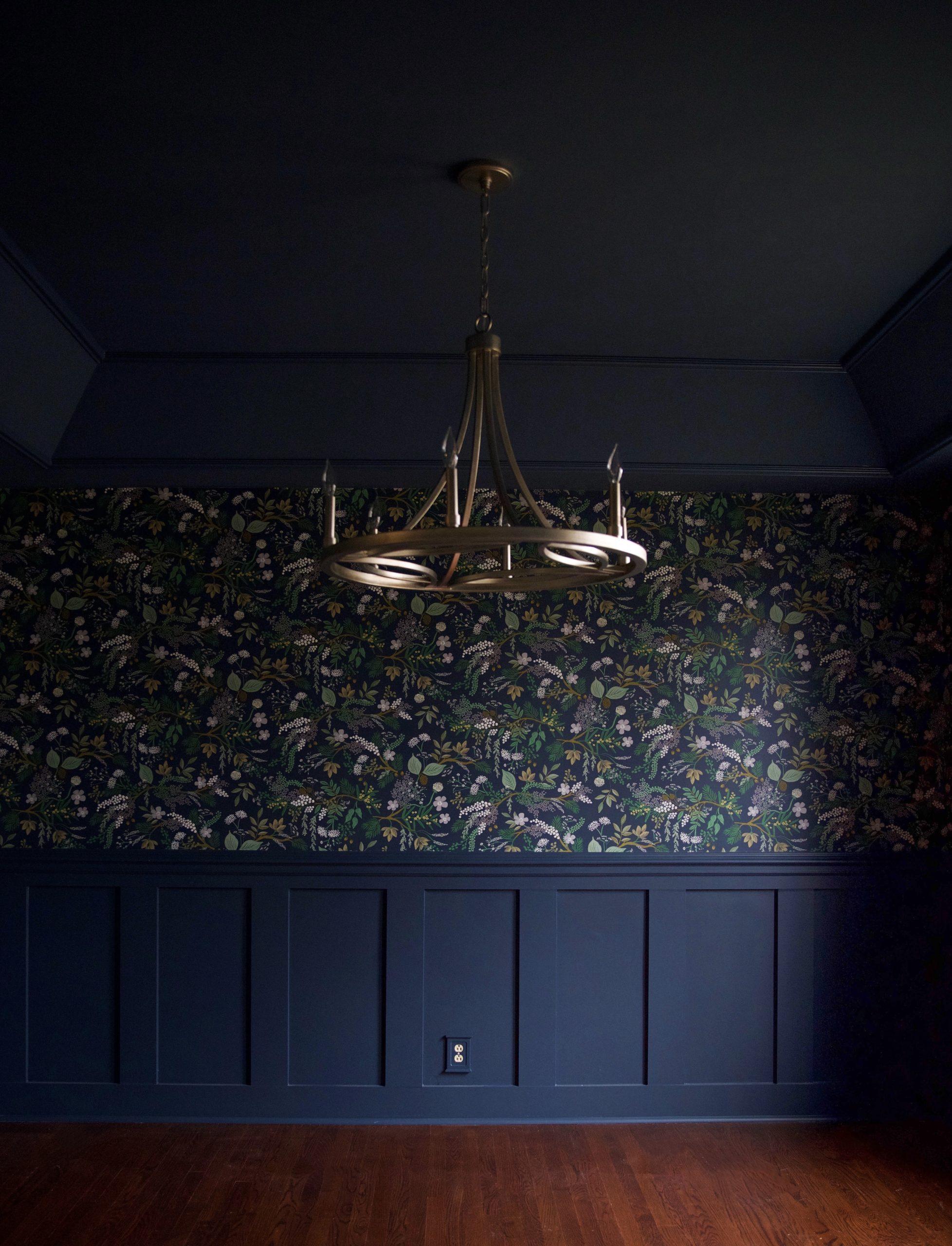 Dining room design - wallpaper - chandelier - lighting