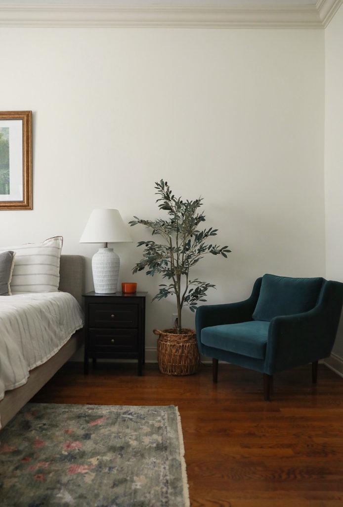 faux olive tree -velvet chair